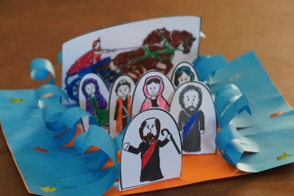moses-and-the-parting-the-red-sea-bible-craft-for-kids1DAE7BC8-6CD5-CBC5-CC99-3C3321BFC6B1.jpg